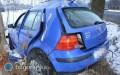 Volkswagen wpadł wpoślizg. Dwie osoby wszpitalu