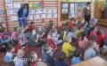 Uczniowie uczą przedszkolaki